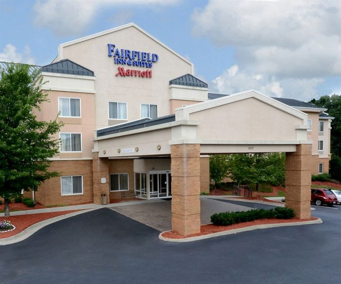 Pet friendly hotel for Helping Hands clients traveling for pet surgery and pet dental care